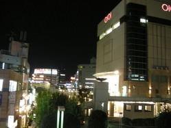 志木駅東口からすぐ、夜景の広がる開放感。
