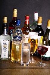 料理や好みに合わせ、50~60種類のワインをご用意しております。