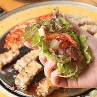 広々とした空間で韓国料理を楽しむ