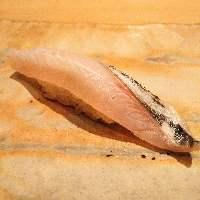 ひと手間加えた江戸前鮨や滋味あふれる天然真鴨(季節限定)