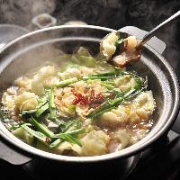 国産もつのプリプリとした食感がたまらない鍋は一年中ご提供!