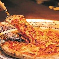 550℃の窯で焼き上げた3種のフロマッジョPIZZA