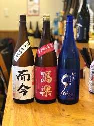 店長厳選の日本酒が常時30種類!
