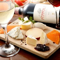 ワインに良く合うタパスが均一価格で楽しめます!!