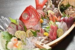 三崎港や横須賀港から毎朝仕入れる旬の鮮魚