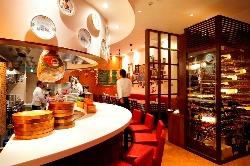 イタリアでお食事をしている様な雰囲気の店内です