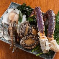 【厳選した魚介】 函館の鮑や九州の車海老などをご提供