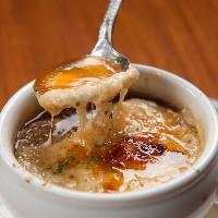 【手作り料理】 コンソメから手作りするスープは人気メニュー