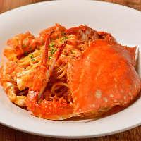 歴代人気NO1、蟹を丸ごと使用した贅沢な一皿