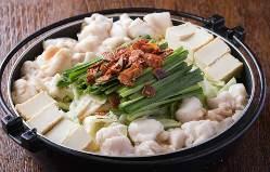 ご宴会限定でWスープ鍋の具材を串でご用意いたします。