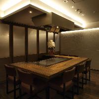 まとまった人数で会食の方は鉄板を囲む個室もございます