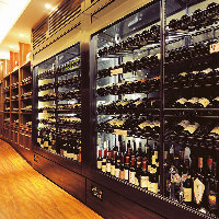 世界各国のワインを180種類以上取り揃えております