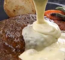 ランチ名物「フォンダンチーズ」のステーキバーグ