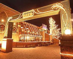 函館駅から徒歩7分。 レンガ造りが印象的な建物です。