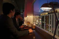2人からでも夜景が楽しめるお席があり、プライベート空間に○!