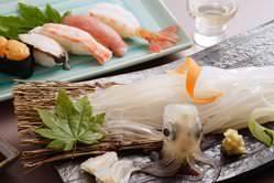 当店は「新鮮な活魚」と「北国の鮨」が自慢です。