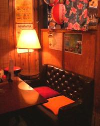 【1F】沖縄の路地裏にある レトロ感溢れる居酒屋です。