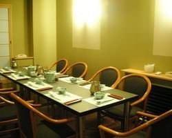 <テーブル席> 4卓。全20席。