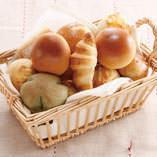 焼きたてのパンをどうぞ!