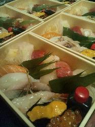 お土産用 握り・巻き寿司・蕎麦他御座います。