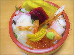 函館の海の幸を贅沢に 盛り込んだ生ちらし