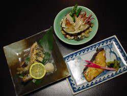 函館の地物魚介を使った 一品メニューも充実しております