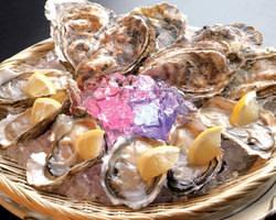 """名産地からの""""旨い牡蠣"""" 常時三種以上ご用意しています。"""