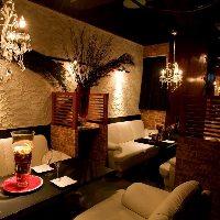 農家直送の新鮮な季節野菜を特製バーニャソースでどうぞ。