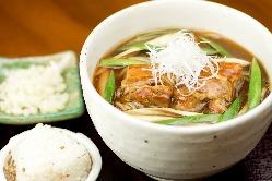 フレンチと和食の融合。柔らかい豚肉。揚げ玉でこくを