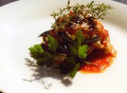 花咲蟹からとったソース、庭から摘んだハーブ、香り豊かです。