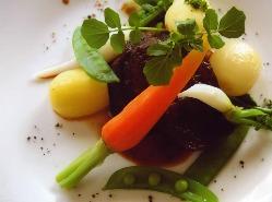 道産牛舌を柔らかく煮込んで、今日はすべての野菜、自前です。