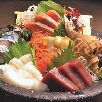 """お造りや""""塩ザンギ""""など、北海道産食材を味わえる逸品をご用意"""