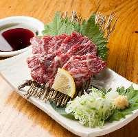 熊本産馬刺しは馬刺し専用の九州醤油でお召し上がり下さい。