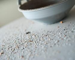 北海道内の産地から厳選した玄蕎麦だけを、石臼で製粉する。