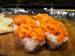 石川県金沢市の魚屋からも鮮魚を仕入れたりします。