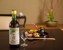 「於久仁」オリジナルのブランデー梅酒を、食事に合わせて堪能。