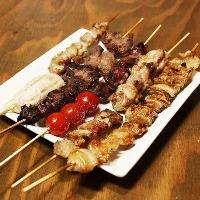 旬の食材にこだわった串焼き料理が豊富!炭火で焼き上げます!