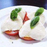 トマトとモッツァレラチーズのサラダ・カプレーゼ