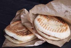 自家製チーズや道産野菜などを使用したパニーニ