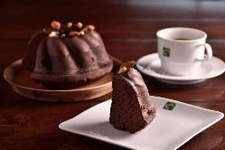 チョコレートのクグロフなど、ケーキセットもございます◎