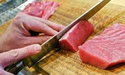 生本マグロやバフンウニ、生帆立など、旬の鮮魚をご提供。
