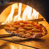 本格釜焼きピザは20種類から選べます!高温の窯で焼き上げます!