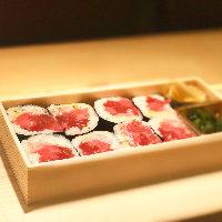 白身魚といくらのちらし寿司。