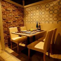会社宴会などにおすすめの個室席。ゆったりとお寛ぎ頂ける空間