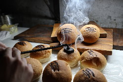 ランチで人気のバーガーは道産小麦香る全粒粉バンズ