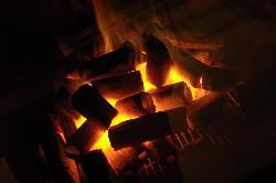 強い火力(800~1000℃)の炭でうまみを逃がしません。