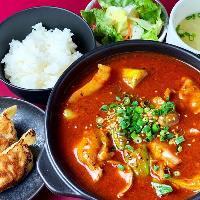 おすすめランチ「ラム肉と白菜の四川風激辛煮込定食」