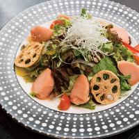 あまくさ美人サラダはトマトシャーベット入りの珍しい人気サラダ