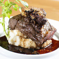 食べ放題は全50品で2時間4000円~ 赤身肉ステーキも楽しめます!