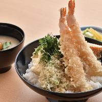素材の味を引き立たせるサクサク衣の天ぷら